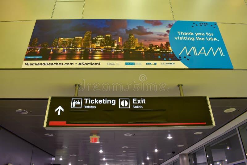 De Strandenteken van Miami en Etiketteringsteken bij de Internationale Luchthaven van Miami royalty-vrije stock foto's
