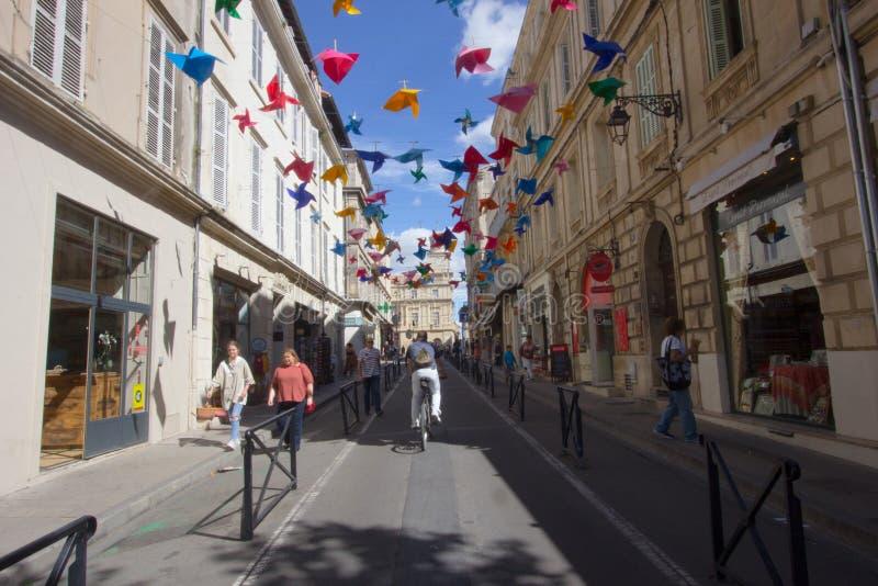 De straten van Arles in Camargue in Frankrijk stock afbeeldingen