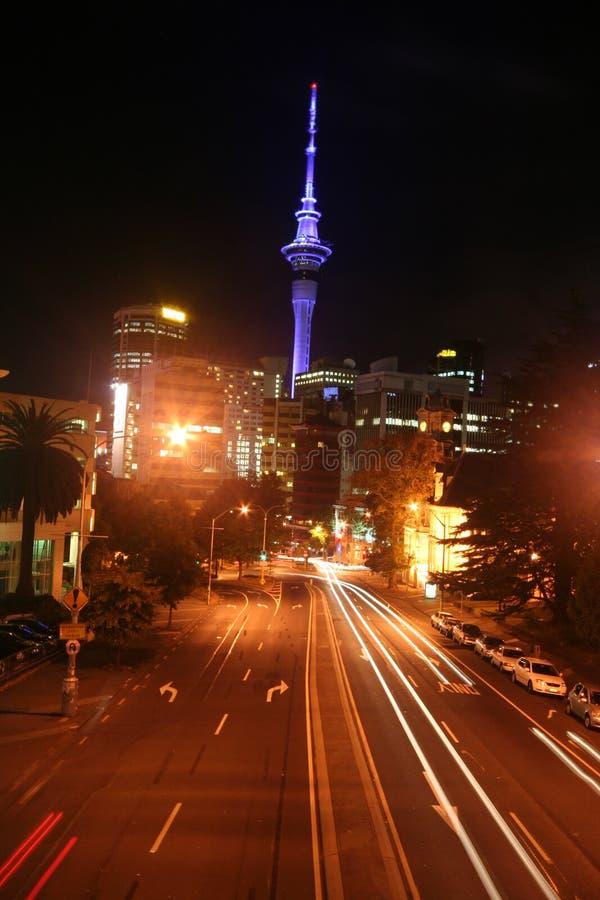 De straten van Auckland bij nacht royalty-vrije stock afbeeldingen