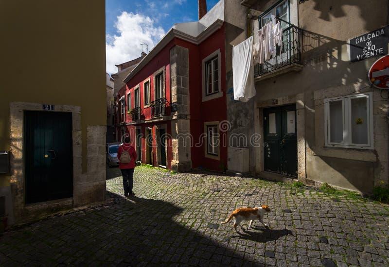 De straten van oud Lissabon portugal stock afbeeldingen