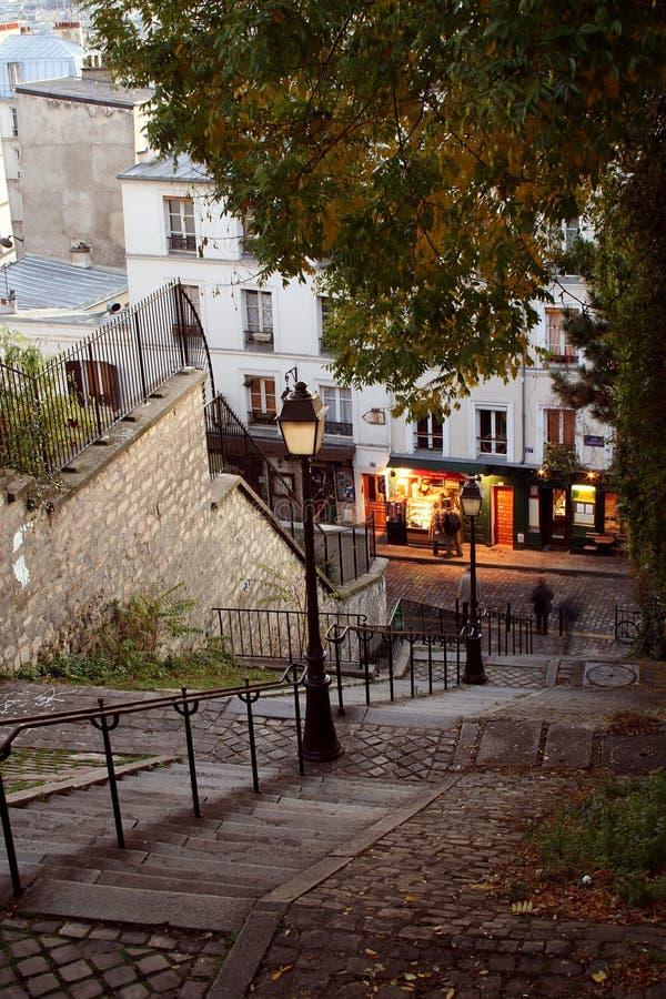 De straten van Parijs 's nachts - Montmartre royalty-vrije stock foto