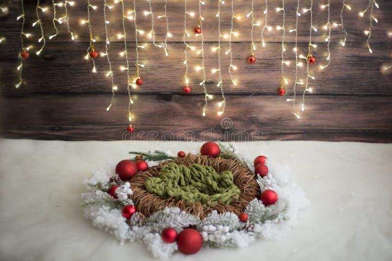 De streek van de Kerstmisfoto Het decor van Kerstmis slinger Rieten Kroon Kunstmatige sneeuw royalty-vrije stock afbeeldingen
