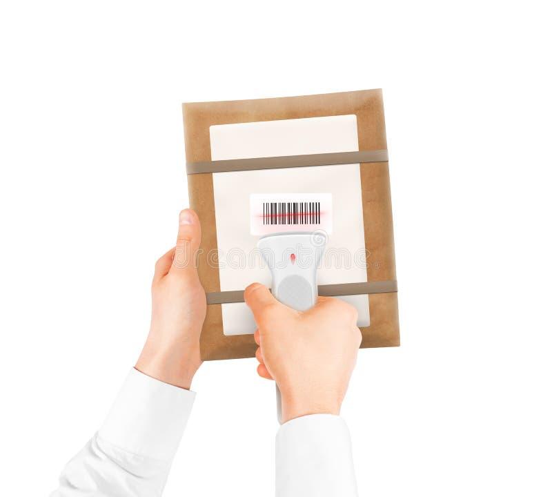 De streepjescodescanner van de handholding en geïsoleerde pakketzak stock foto's