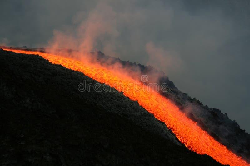 De stroom van de lava op Etna vulkaan royalty-vrije stock afbeeldingen