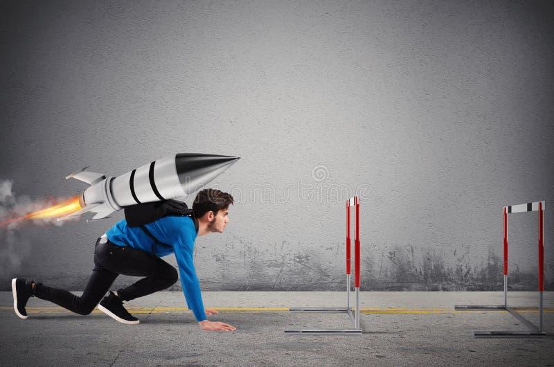 De student overwint hindernissen van zijn studies bij hoogste snelheid met een raket stock foto's