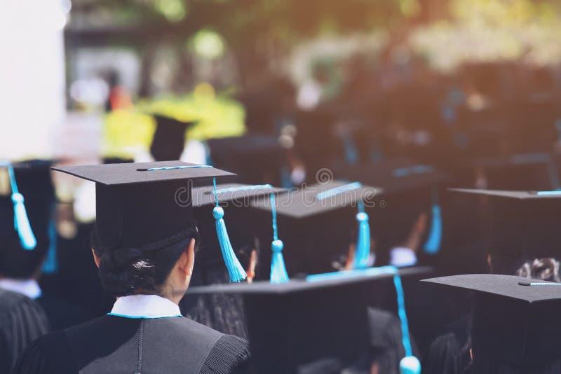 De studenten behalen bij Universiteit een diploma om nationaal en sociaal aanvaardbaar te zijn royalty-vrije stock fotografie