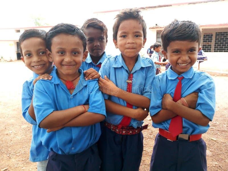 De studenten van de overheidslage school glimlachen stock foto's