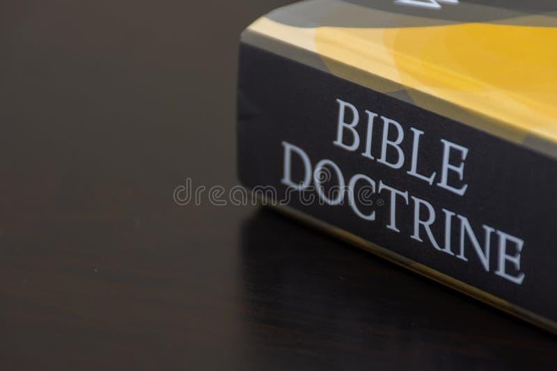 De studiemiddel van de bijbeldoctrine voor Christenen die geloof en het onderwijs van Jesus Christ wensen beter te begrijpen stock foto