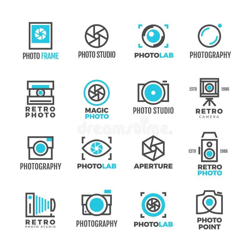 De studio uitstekende vectoretiketten van de huwelijksfotografie met camerasymbool stock illustratie