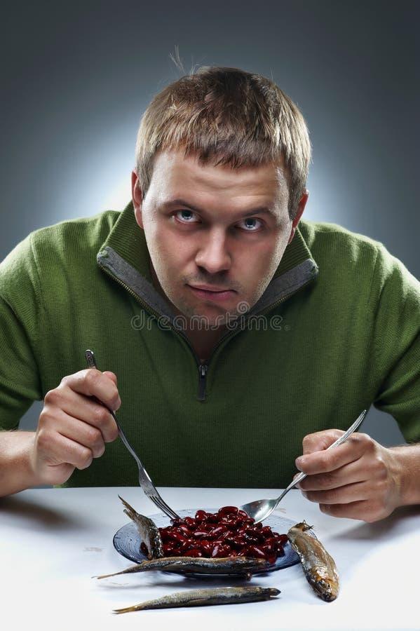 De studioportret van de pret van de hongerige mens stock afbeeldingen