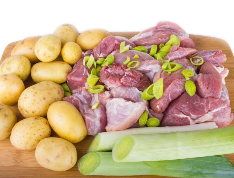 De stukken en de aardappels van het vlees stock foto