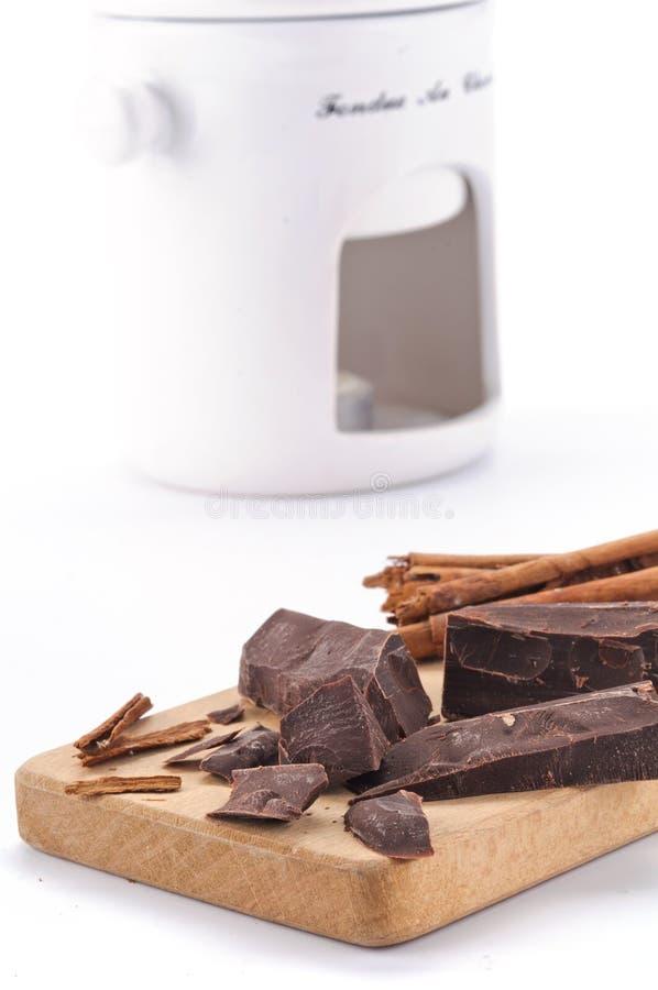De stukken en de kaneel van de chocolade stock foto