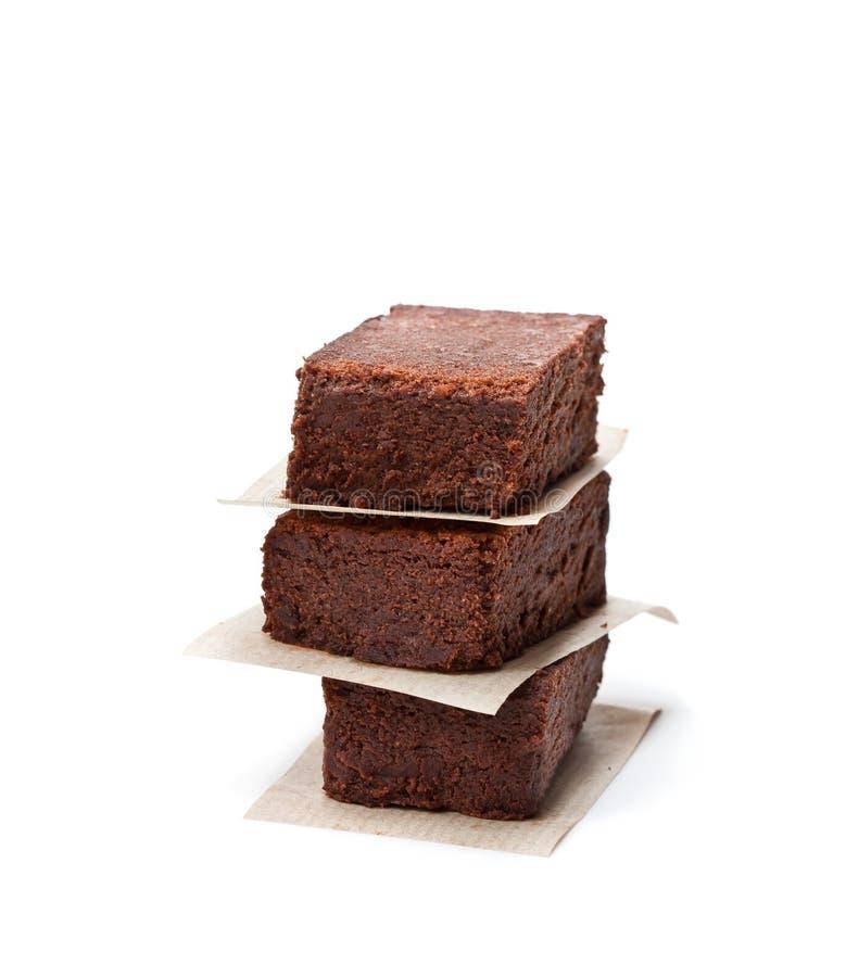 De stukken van de chocoladebrownie op wit worden geïsoleerd dat royalty-vrije stock afbeelding