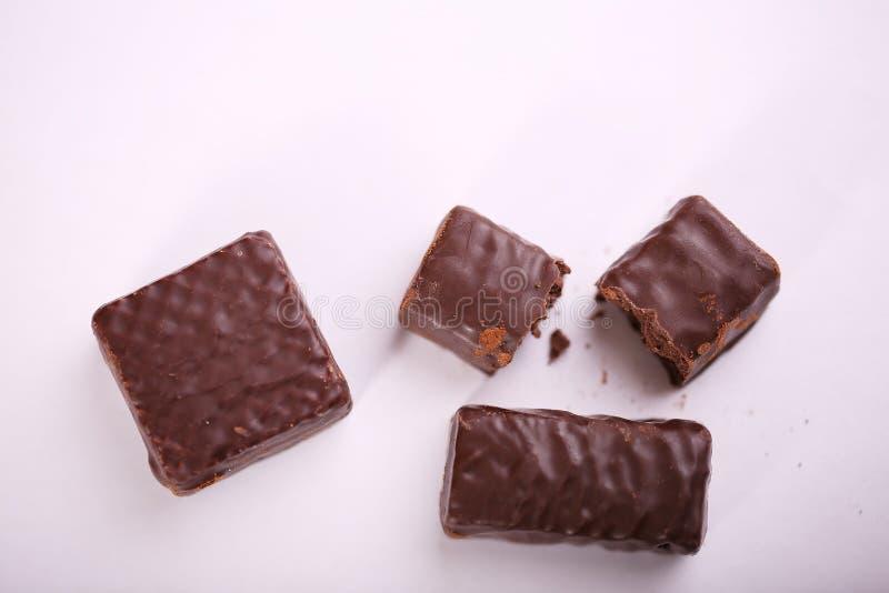 De stukken van de chocolade Gehakte donkere chocoladeclose-up stock afbeelding