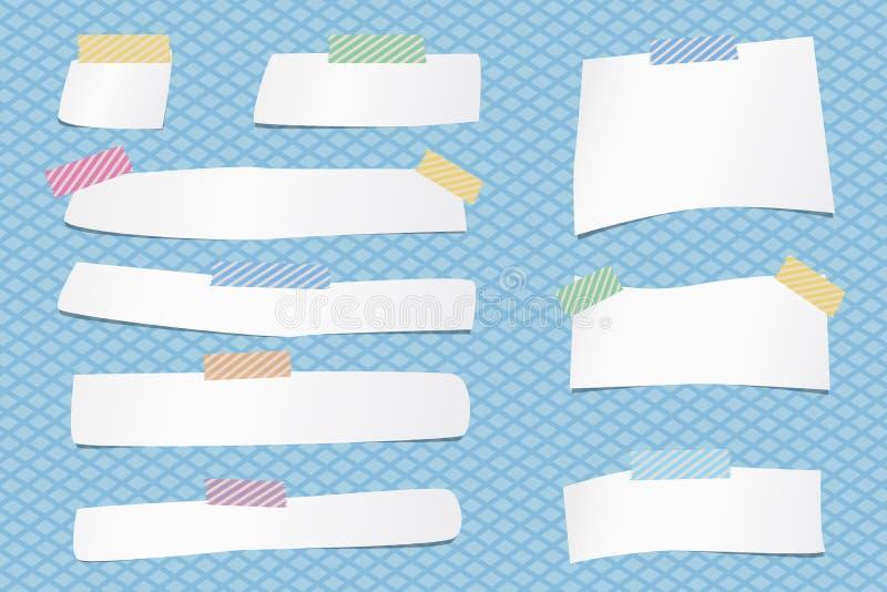 De stukken van document van de besnoeiings het witte nota zijn geplakt met kleurrijke gestreepte kleverige band op netpatroon royalty-vrije illustratie