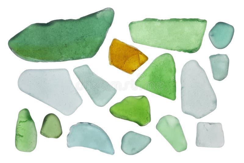 De stukken van gekleurd flessenglas worden gedraaid in golven van de Oostzee royalty-vrije stock foto