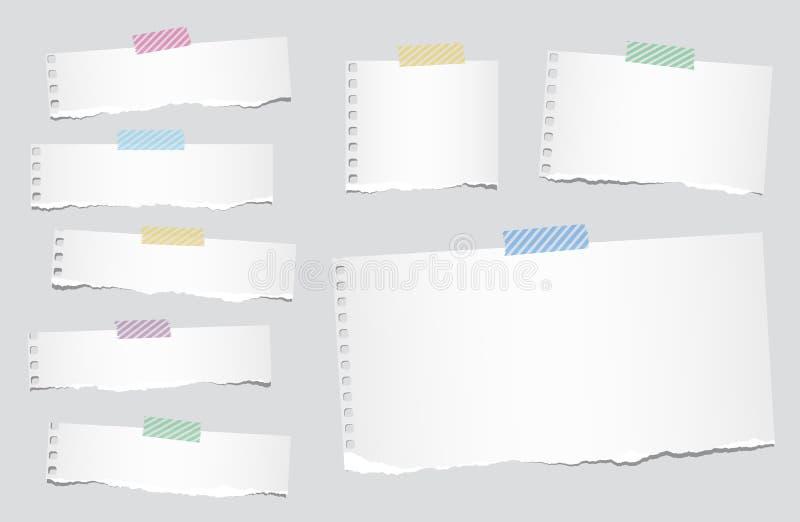 De stukken van gescheurd wit leeg notitieboekjedocument zijn geplakt met gestreepte kleverige band vector illustratie