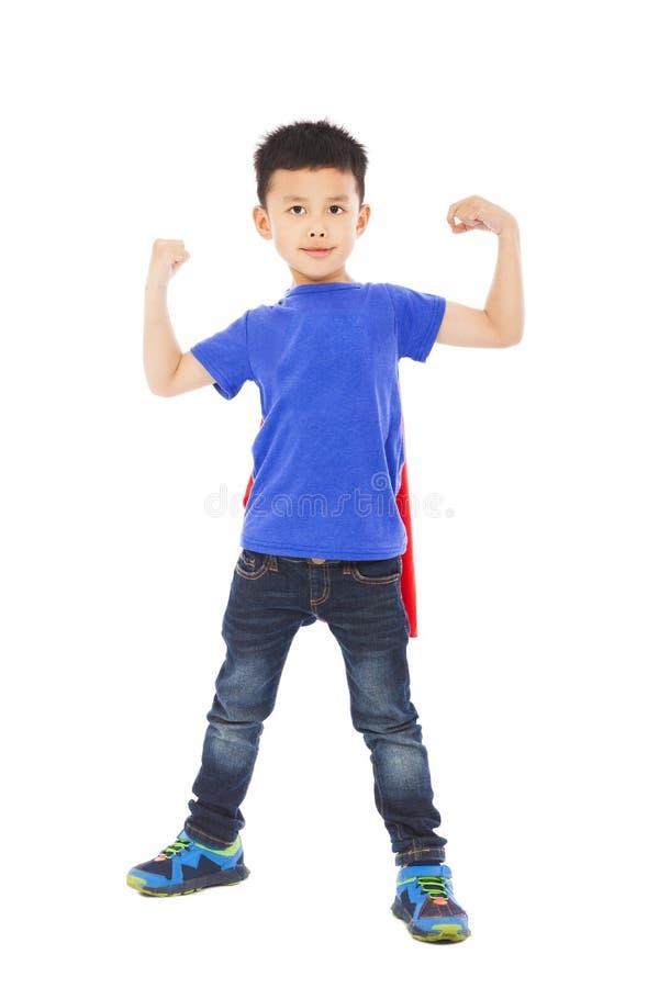 De super jong geitjeheld heft wapens op royalty-vrije stock foto