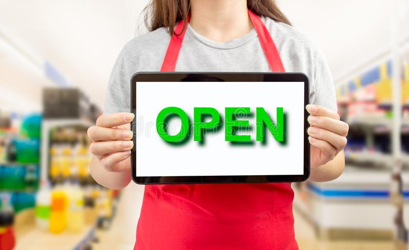 De supermarkt is nu open stock foto