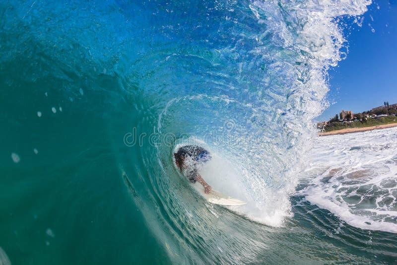 De surfer binnen Golf doet teniet royalty-vrije stock afbeelding
