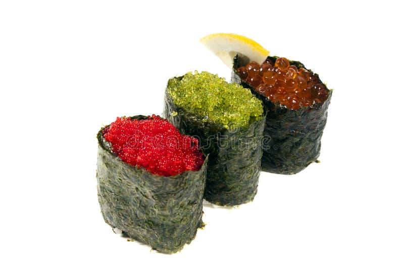 De sushi van Gunkan met kaviaar rode groen stock afbeelding