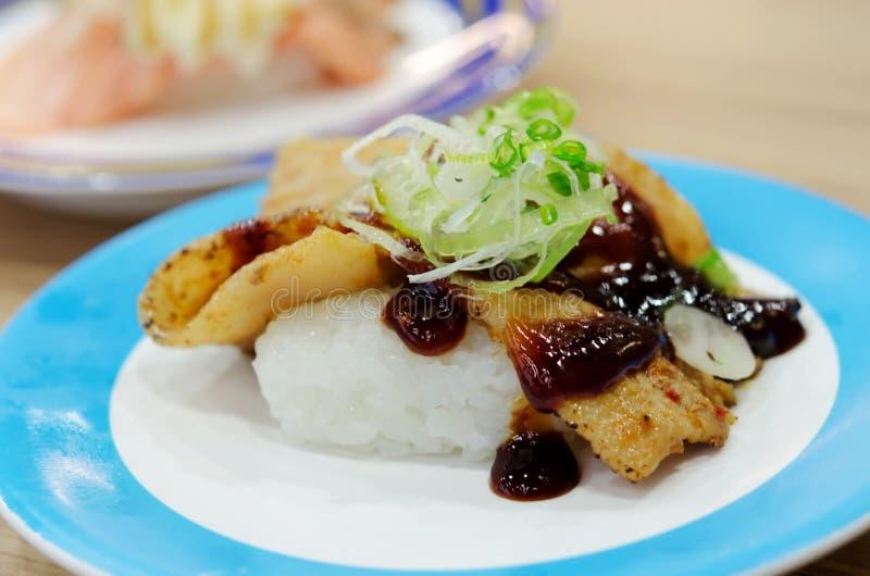 De sushi van het grillvarkensvlees royalty-vrije stock fotografie