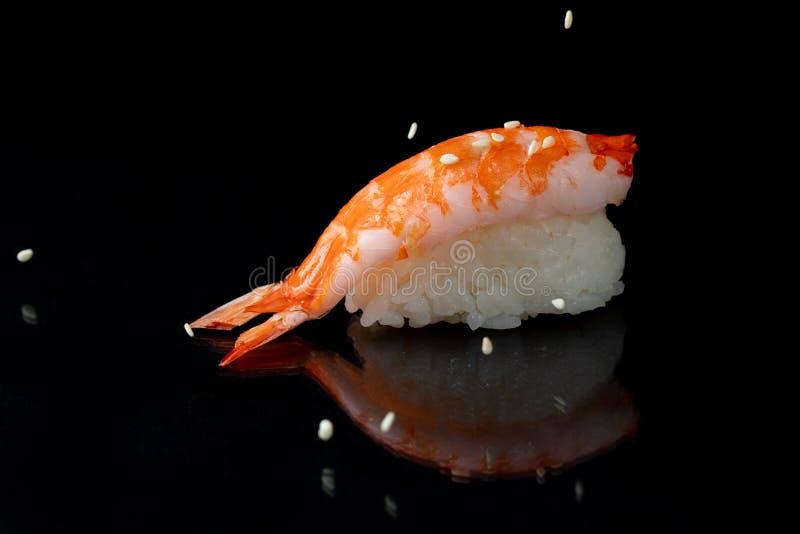 De sushi van het Obibroodje op zwarte achtergrond royalty-vrije stock foto's