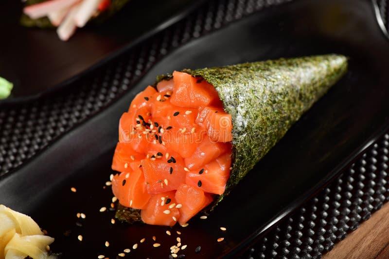 De sushi van zalmtemaki stock afbeelding