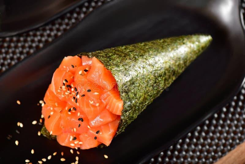 De sushi van zalmtemaki royalty-vrije stock afbeelding