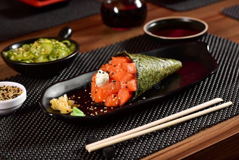 De sushi van zalmtemaki royalty-vrije stock afbeeldingen