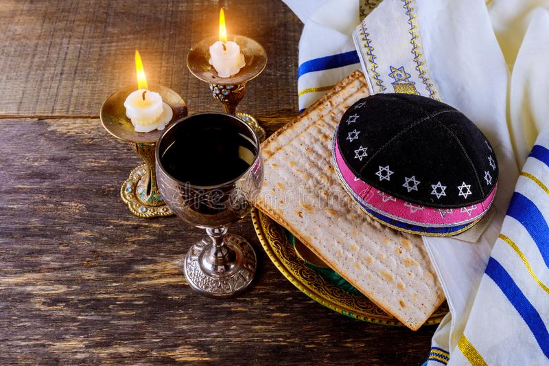 De symbolen van de Pesachvooravond passover van grote Joodse vakantie traditionele matzoh royalty-vrije stock foto's