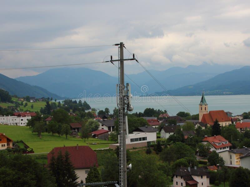 De téléphone portable mât mobile de distribution à terre avec le fond de mer image libre de droits