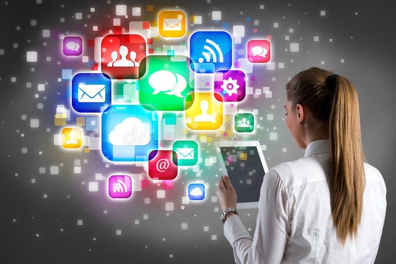 De tablet van de onderneemsterholding en Internet-pictogramontwerp stock afbeelding