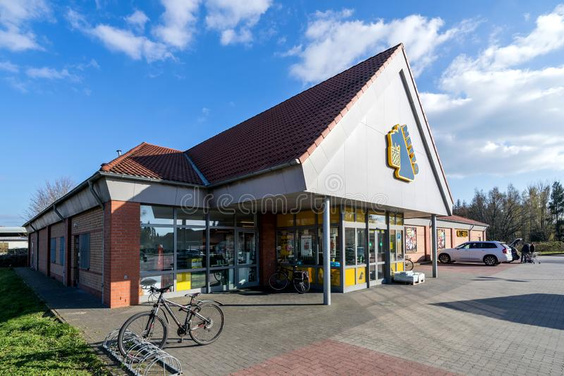 De tak van Nettolebensmitteldiscounter in Quickborn Duitsland stock afbeeldingen
