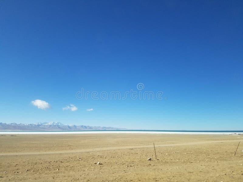 De Tanggulabergen worden gevestigd bij de grens tussen het noordoostelijke Autonome Gebied van Tibet van China en Qinghai-Provinc stock afbeeldingen
