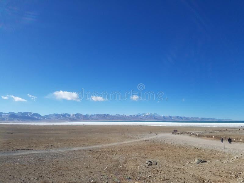 De Tanggulabergen worden gevestigd bij de grens tussen het noordoostelijke Autonome Gebied van Tibet van China en Qinghai-Provinc royalty-vrije stock afbeeldingen