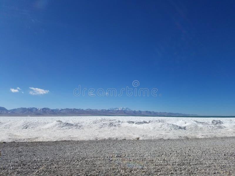 De Tanggulabergen worden gevestigd bij de grens tussen het noordoostelijke Autonome Gebied van Tibet van China en Qinghai-Provinc stock fotografie