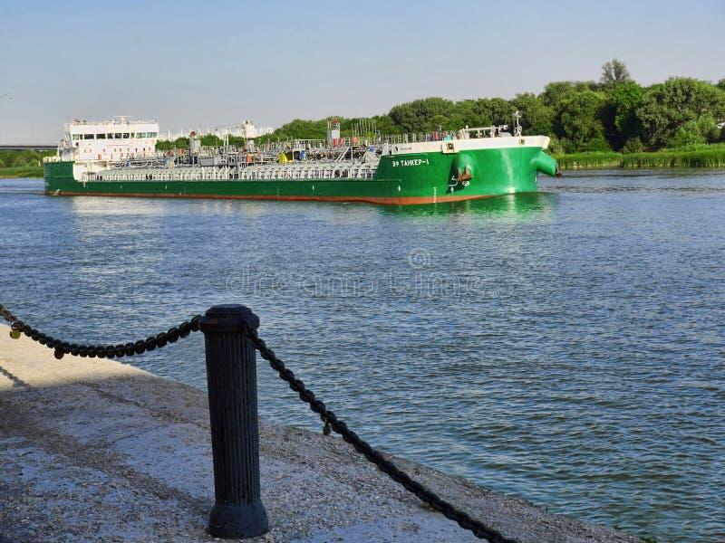De tanker op Don rivier royalty-vrije stock foto's