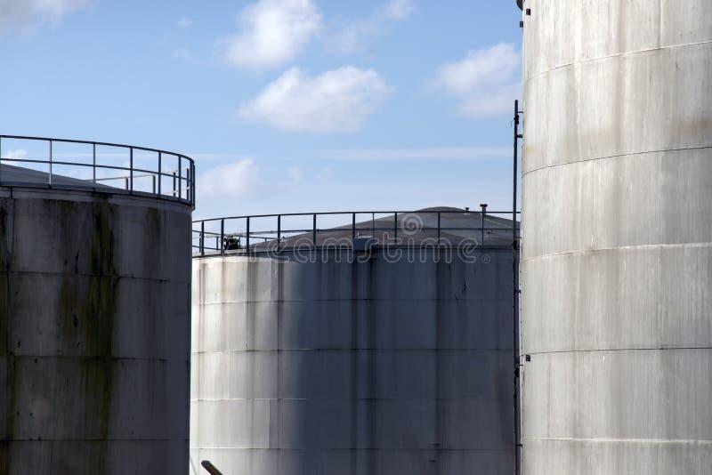 De tanksclose-up van de olieopslag in Fredericia, Denemarken stock foto