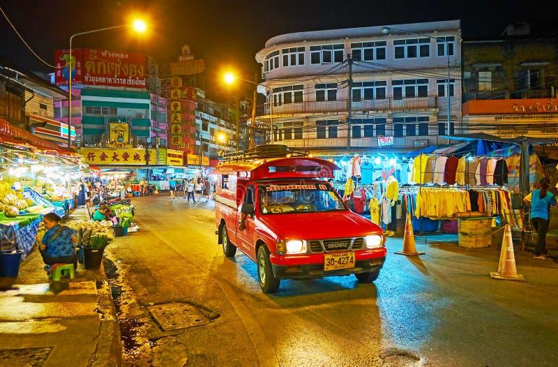 De taxi van de Songtaewbestelwagen in Warorot-Nachtmarkt, Chiang Mai, Thailand stock afbeelding