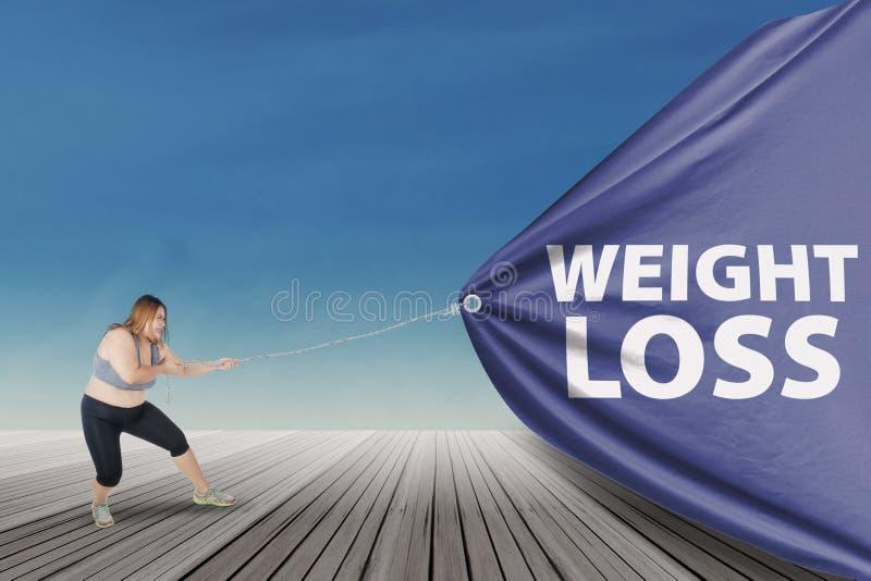 De te zware vrouw trekt de tekst van het gewichtsverlies stock afbeelding