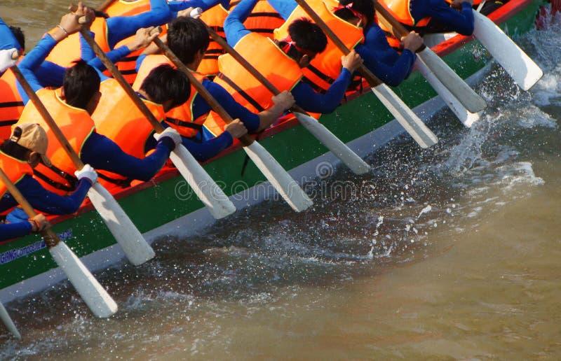 De teambouw activiteit, het roeien het ras van de draakboot royalty-vrije stock afbeeldingen