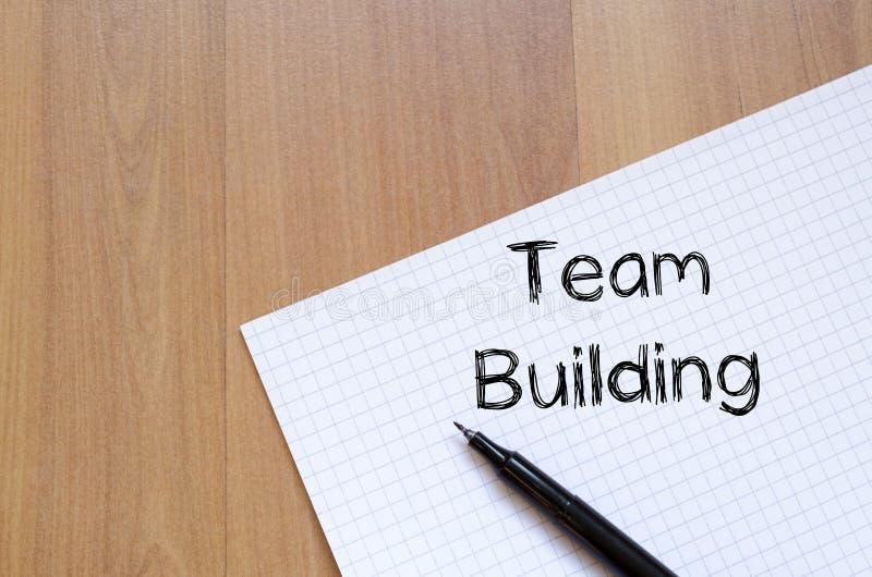 De teambouw schrijft op notitieboekje stock afbeelding