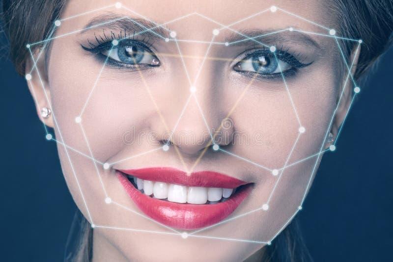 De technologie van de gezichtserkenning op het gezicht van het meisje stock foto's