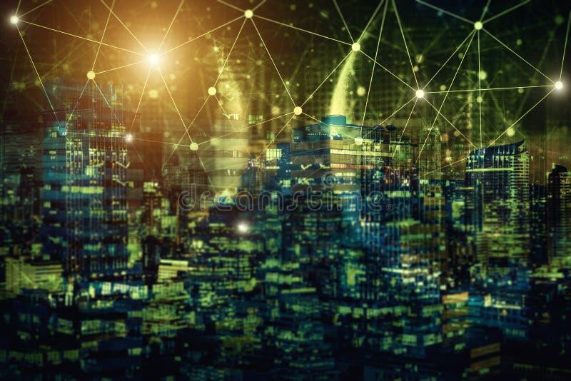 De technologie van de netwerkverbinding met nachtstad Elektronische handel commun royalty-vrije stock afbeeldingen