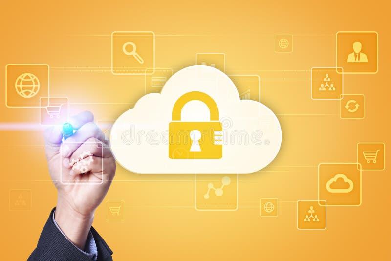 De technologie van de wolk Laptop en dossierkabinet met ringsbindmiddelen Voorzien van een netwerk en Internet-de dienstconcept stock foto's