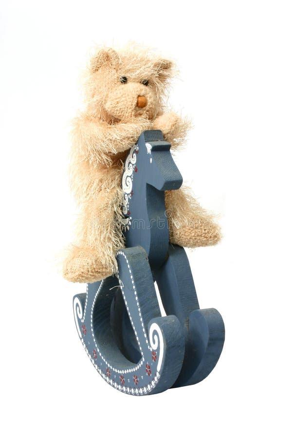 De teddybeer berijdt Hobbelpaard stock foto's