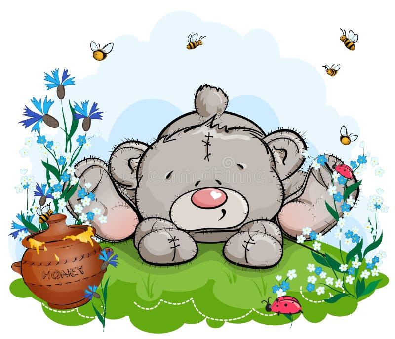 De teddybeer ligt op een opheldering met een pot van honing stock afbeeldingen