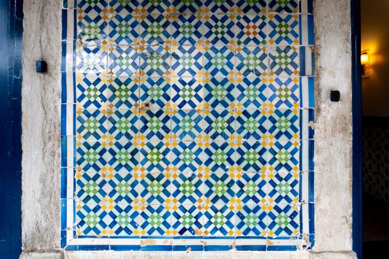 De Tegel Middelgroot die Detail van Lissabon met Metselwerk wordt geschoten royalty-vrije stock fotografie