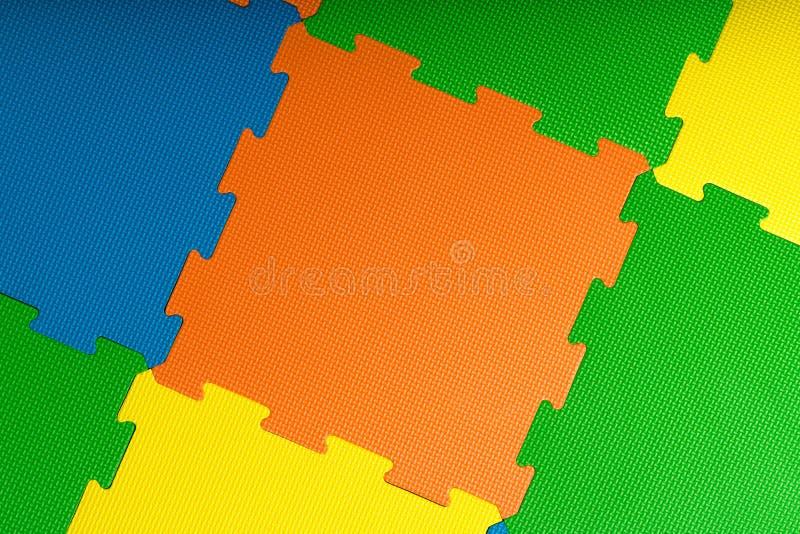 De tegels/de matten van de schuimbevloering binnen een een spelruimte of gymnastiek royalty-vrije stock afbeelding
